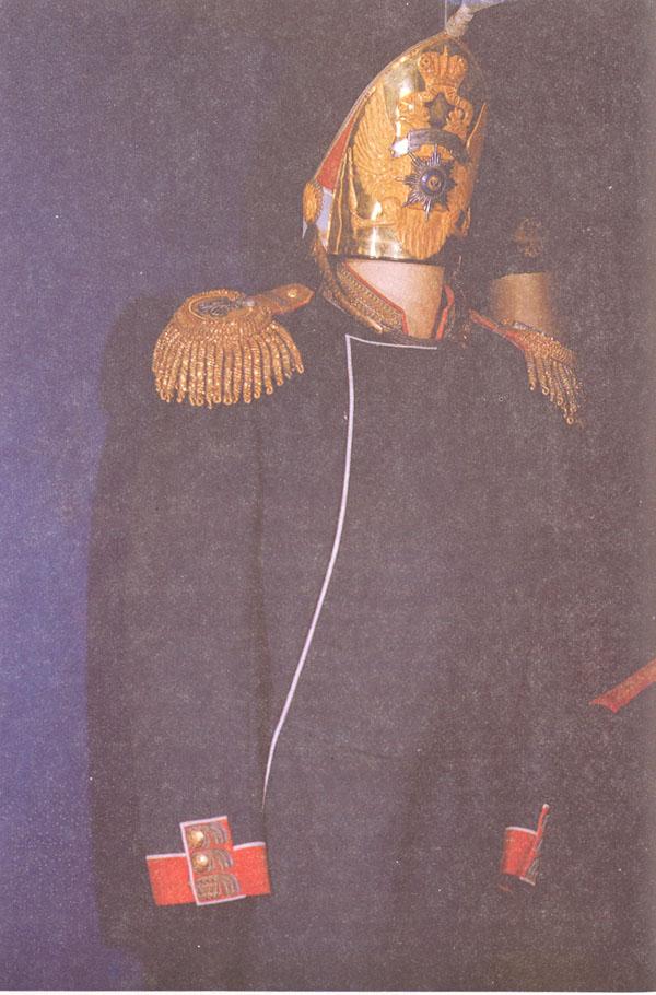 "Одежда Александра III: генеральский мундир лейб-гвардии Измайловского <a style=""color:inherit; text-decoration: none;"" title=""""  id=38 href=""http://0ooo0.ru"">полка</a> и гренадерская шапка лейб-гвардии Павловского полка"